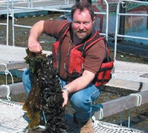 Granja marina canadiense de cultivo de mejillones y peces